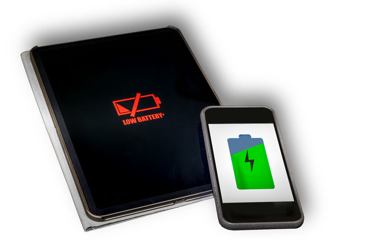 Wireless charging Wireless Charging Smartphone Modern Technology Battery Low Battery Communication Sign Symbol White Background Green Color No People Close-up Indoors  Guidance Studio Shot Technology Illuminated Arrow Symbol Cut Out Device Screen Screen Direction Red Portable Information Device Wireless Technology Computer Icon Warning Symbol