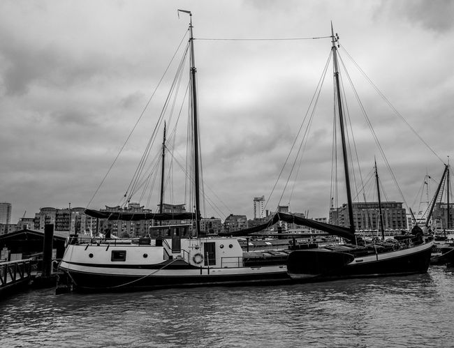 Boat, Wapping Pierhead, Wapping, London Nautical Vessel Boat Docklands FUJIFILMXT2 London Black And White Monochrome Photography Wapping Monochrome FUJIFILM X-T2 Docks Thames