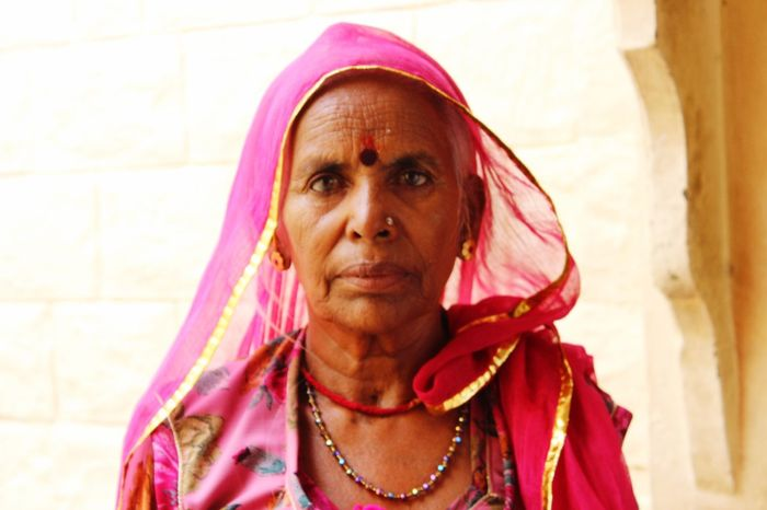 Potrait_photography Rajasthani Women Looking At Camera Jodhpurdiaries Beautifulwomen Rajasthani Culture Pink! Outfit Choli Lifestyles Eyeemphotography
