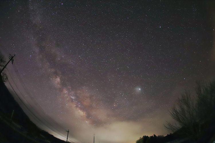 久しぶりの星空😆でもまだ寒い💦 銀河鉄道の夜♪ 一目惚れんず Nature Photography Nature Astronomy Galaxy Space Milky Way Astrology Sign Star - Space Constellation Globular Star Cluster Science Tree
