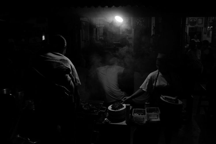 the night has opened my eyes - upcoming night series ASIA Asian Culture B&w Street Photography Bali Bali, Indonesia Black And White Cooking Dark Background Darkness And Light Everybodystreet Food Stall Fujifilm_xseries Grilling Monochrome Night Owls Night Photography Night Time People Cooking Restaurant Street Food Street Photography Streetphotography Warung