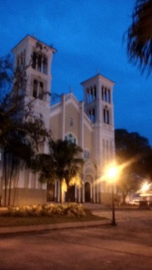 Iglesia de la Providencia en la Plaza de Rio Piedras Catedral Church Nigth Photography Nigthfall Urban Rio Piedras Urban Photography Puerto Rico Church Of The Providence