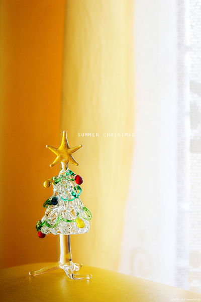 Summer Christmas The Culture Of The Holidays Summer Christmas Pine Tree Christmas Tree Tropical Climate Tropical Christmas Around The World Miniature Toy Photography Toy Canon600D Canon Close-up Indoors  Curtain Vibrant Color Decoration Holiday Glass Art Light And Reflection Glass - Material Glass Art And Craft