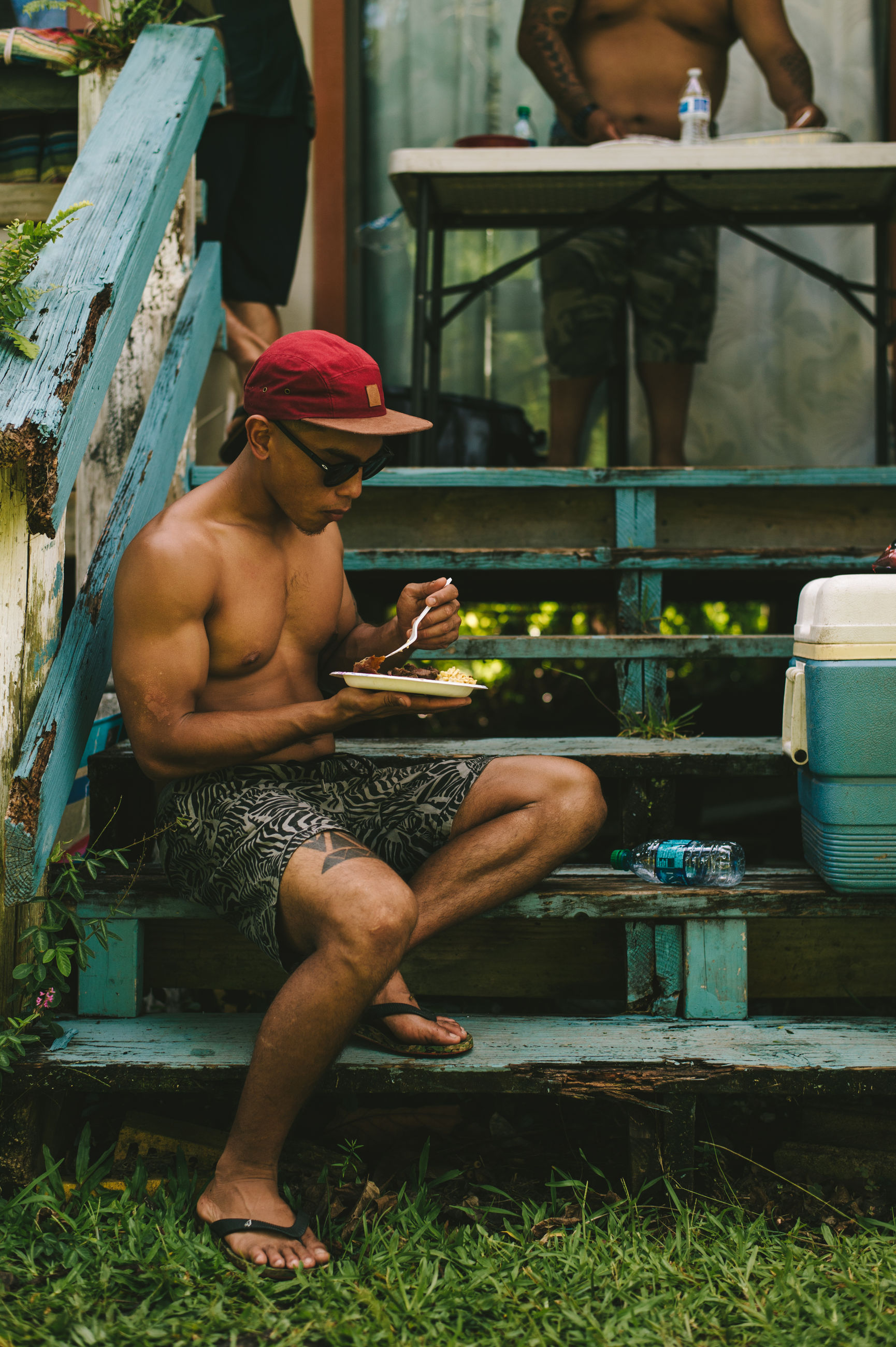 real people, sitting, full length, shirtless, leisure activity, day, lifestyles, outdoors, young adult, occupation, young women, mammal