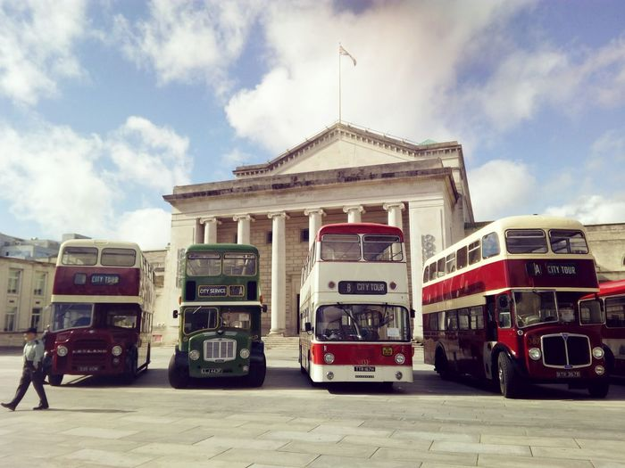 Sky Vintage Cars Bus Vintage s Southampton England 🇬🇧 United Kingdom Inglaterra Reino Unido O2 Guidhall Columns Architecture City Old-fashioned Old Buildings City Outdoors Day No People Police Station