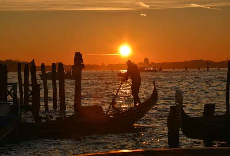 Sunset Sea Back Lit Travel Destinations Silhouette Outdoors City Sky Business Finance And Industry Nautical Vessel No People Beauty In Nature Nature Day Silhouette Gondola - Traditional Boat Gondolier Gondole In Venice Boat