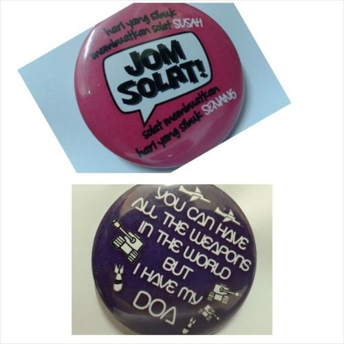 """ANYONE INTRESTED ? Button awesome PROMOTION RM 5 for two ! 1st design: (Pink) JOM SOLAT ! :""""HARI Yang SIBUK membuatkan solat SUSAH, SOLAT membuatkan hari yang sibuk SENANG 2nd design: (purple) DOA ! """"YOU CAN HAVE ALL THE WEAPONS IN THE WORLD BUT I HAVE MY DOA"""" BERMINAT ? DO WHATSAPP at 017 5283454 ONLY FOR UitmPerak STUDENTS Islam Deen Productivemuslim button :) :) :) May Allah bless ~~~"""
