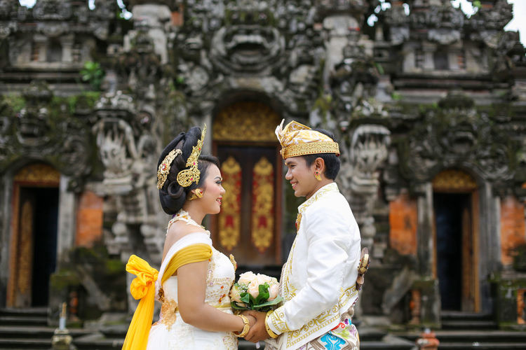 Wedding couple in balinese traditional clothes