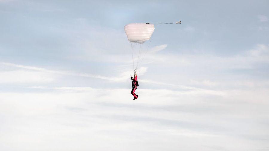 - SET U FREE - Skydiving Flying Sky Taking Photos N \ VEA ★ CREME Adventure Buddies The Photojournalist - 2016 EyeEm Awards Fine Art Photography
