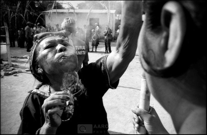 """Las Turas de Moroturo"" Moroturo, Lara State - Venezuela / ©Aaron Sosa www.aaronsosaphotography.com www.aaronsosablog.com Blackandwhite Black And White Light And Shadow Taking Photos Photography Film Venezuela Lara Religion"