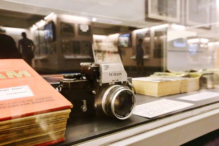 Technology Indoors  Retro Styled Old-fashioned Close-up Camera - Photographic Equipment Focus On Foreground No People Camera Vintage Photography Themes Day