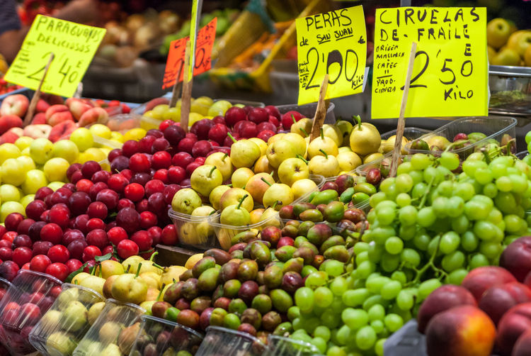 Abundance Apple - Fruit Arrangement Choice Close-up Day Display Food For Sale Freshness Fruit Green Color Healthy Eating Heap Large Group Of Objects Market Market Stall Organic Price Tag Retail  Ripe Sale Small Business Still Life Color Of Life