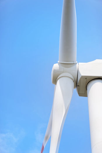 Close-up photo of wind turbine against clear blue sky Energieberg Georgswerder Energy Hill Georgswerder Clear Sky Wind Turbine Wind Power Alternative Energy Architectural Column Architecture Blue Built Structure Clear Sky Close-up Copy Space Day Environmental Conservation Fuel And Power Generation Low Angle View Metal Nature No People Outdoors Renewable Energy Sky Sunlight Tall - High Turbine White Color