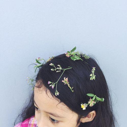 Flower Girl Flower One Person Black Hair Leaf Headshot Laurel Wreath Indoors  Girls Childhood Close-up First Eyeem Photo EyeEmNewHere EyeEmNewHere