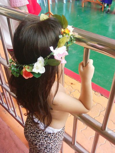 cute asian girl Holding Flower Crown 4-5 Years Asian Girl Lovely Girl Cute Girl Adorable Kid Standing Look At  Looking Catch Rail Stainless Steel Fence Look Forward Long Hair Flower Back Wavy Hair