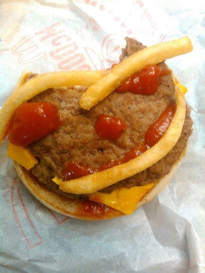 """RePicture Travel Best Burger In Town Eating Fries On A Diet On A Health Kick Reflected Glory Small And Swift Better Together Getting Inspired.......those baby's wanna eat.. NIKITA - BITE [OFFICIAL VIDEO]: https://youtu.be/ ms 91DHH  Italy. Salmi 90 Salmi 92 Il Signore è il nostro rifugio 1 Colui che vive sotto l'ombra protettiva l'Altissimo e onnipotente, 2 dice il Signore, """"Il mio rifugio, la mia fortezza, mio Dio in cui confido! """" 3 Sicuramente salverò trappole nascoste e piaghe mortali, 4 Egli ti coprirà con le sue ali, e sotto di loro sarete al sicuro. La sua fedeltà ti proteggerà come uno scudo! Non può avere paura dei pericoli di notte, rilasciati o frecce al giorno, 6 o parassiti che mangia con le tenebre, o distruggere il pieno sole; Settemila Drop Dead Perché sinistra e diecimila alla tua destra, ma non accadrà nulla a voi. 8 Solo quello che hai assistito: vedere i malvagi ricevono la loro causa. 9 Perché hai fatto il Signore tuo rifugio, l'Altissimo tuo luogo di protezione, Il male non ti tocchi 10 malattia o mangiare a casa tua; 11 perché io darà ordine ai suoi angeli si guardia ovunque tu vada. Si alzi 12 con le loro mani perché non si precipitare contro una pietra. 13 sarà affidabile per camminare tra i leoni, Tra i mostri e serpenti. 14 """"Sarò al sicuro, lontano da tutti, Perché mi ama e mi conosce. 15 Quando mi chiamano, io risponderò; Io stesso sono con lui! Mi libererò Heartbreak Notevolmente e onore; 16 Io godere di una lunga vita: Mi godrò la mia salvezza! """" United Bible Societies ..."""