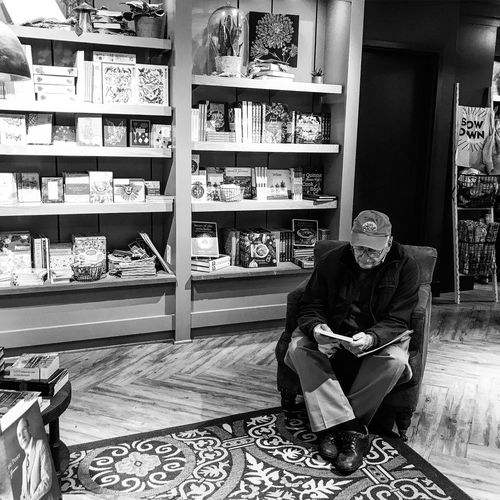 Reading in peace! Longwood Gardens One Person LongwoodGardens Kennettsquare Blackandwhite Black And White Wonderfulplaces Photo Photography Photooftheday Photographer Photos Around You Picrureoftheday Indoors  Books Reading A Book Reading Monochrome Photography Monochrome