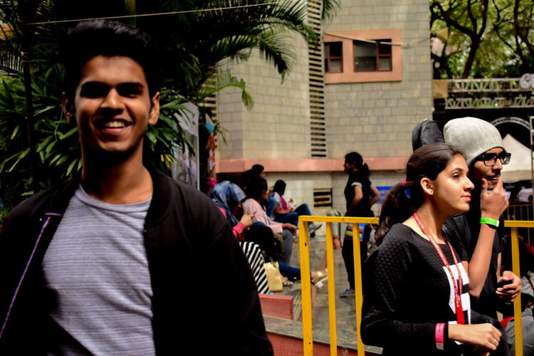 Defocused Foreground Expresiones Real People People Outdoors Smiling Streetphotography Music Concert Cultures Sunlight Concert Photography Indian Street Photography