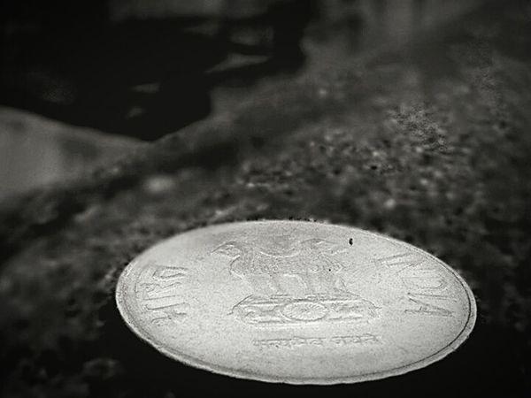 2 Rupee National Emblem