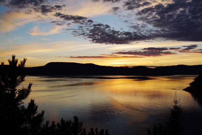 Sunset Mountains Peace And Quiet Check This Out Travel Photography Hidden Gems  Canada Quebec St-Lawrence Seaway Mountain View
