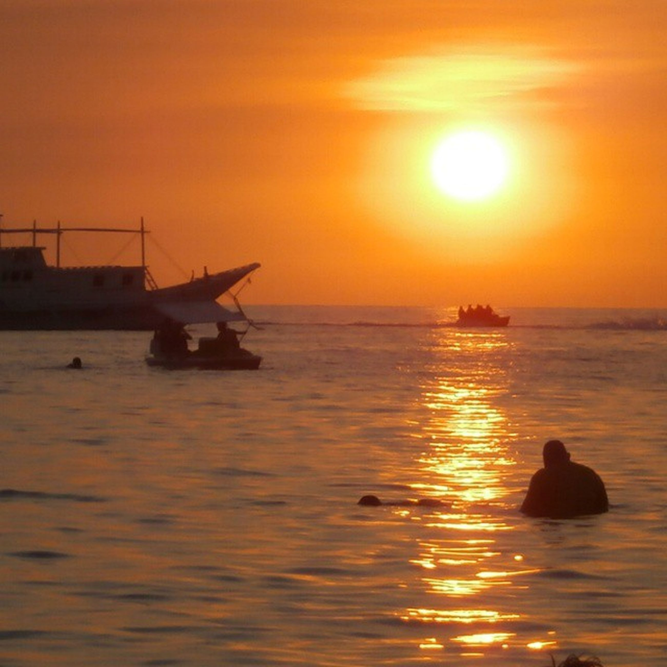 sunset, sea, orange color, sun, water, beauty in nature, silhouette, scenics, nature, sky, nautical vessel, sunlight, horizon over water, tranquility, transportation, outdoors, real people, men, people