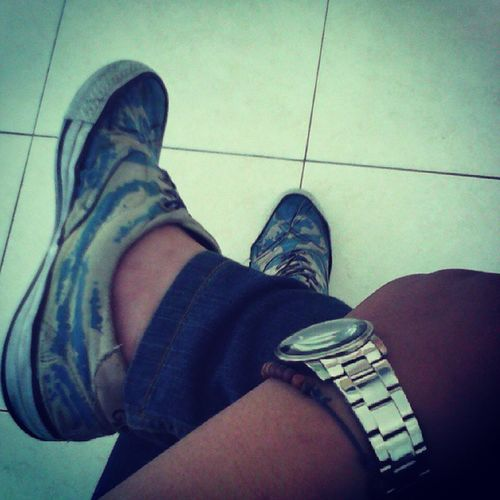 Waiting for someone. Campus Tired Loyalitas