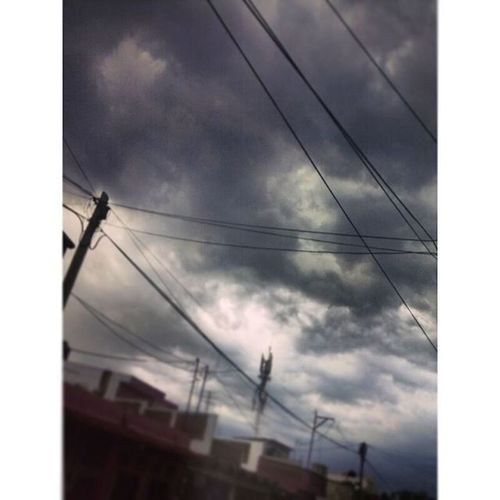 Sestácashendoelcielo 😍☁💙 Finallyisraining Rain Blacksky Villahermosa estácayendohastapejelagarto TGIF picoftheday mextagram followme skylover cloudlover rainlover weather l4l f4f