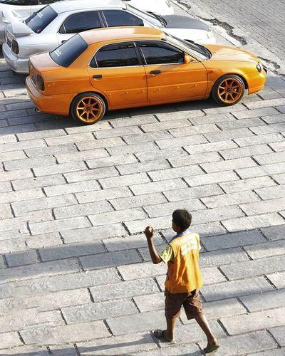 """Petugas Parkir Orange adalah simbol dari pakaian yang digunakan oleh para juru parkir Ayo ikutan challenge @tsel4u & @instamakassar hadiahnya bisa jalan"""" ke Takabonerate @hadijahsyamsul @kakaalbi @dhanar7 Pinrang (kota asal) Instamakassar Simpati Godiscover Tsel4u Tseltakabonerate Tsel4uW4"""