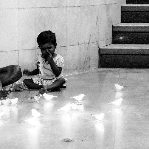 'Poverty is just a word' Anyone can do anything for their living rather than begging! This is Mumbai!! -Pic 5 of 6- Check my Instagram account for combined view