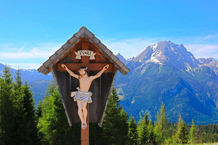 Crucifix against mountain range