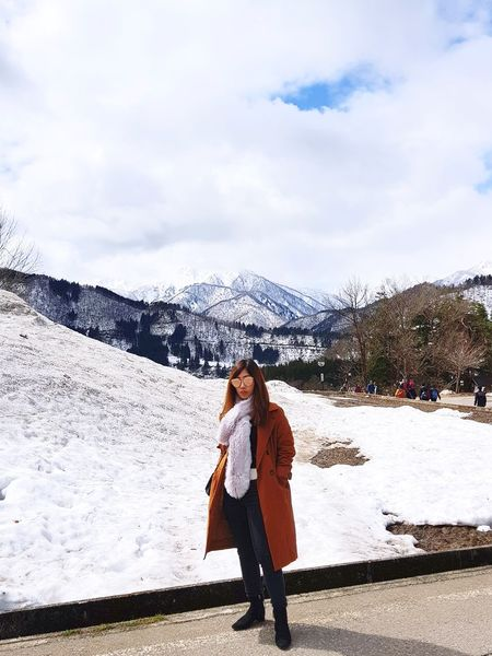 Shirakawago Landscape Village Village Life Snow❄⛄ Gifu,Japan Gifu Japan Hutandtrees Warm Clothing Full Length Young Women Women Beautiful Woman Standing Snow Winter Sky Cloud - Sky Snowcapped Snow Covered Snowcapped Mountain