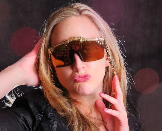 One Person Portrait Hair Headshot Long Hair Lifestyles Real People Front View Hairstyle Leisure Activity Blond Hair Women Glasses Fashion Young Adult Make-up Beautiful Woman Young Women Human Face Lifestyle People Lifestyle Photography Fotosession