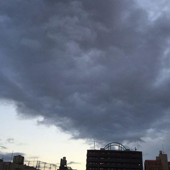 中野 イマソラ 冬の重寒い雲でおはようございます…☁️まだ雲残ってるけど…晴れですよね???