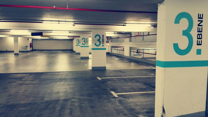 3. Ebene / Welcome to the 3rd level Underground Parking Emptiness