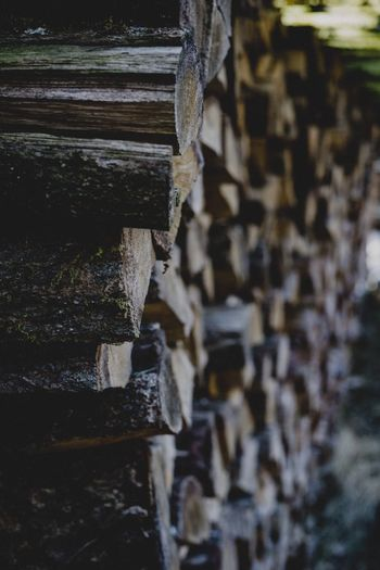 Stellt euch den Duft von Wald und frisch geschnittenem Holz vor. Stack Day No People Outdoors Close-up Architecture Wood Wood - Material Wooden Woods Wood Paneling Forest Forest Photography Forest Trees Holz Holzstapel Holzstamm Holzstämme Wald Nature VSCO Mood Deep Brennholz