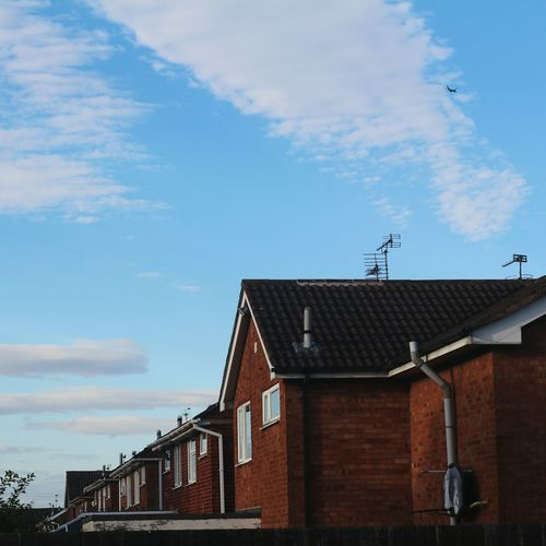 England Airplaine Sky Houses Building Exterior Architecture Built Structure Outdoors