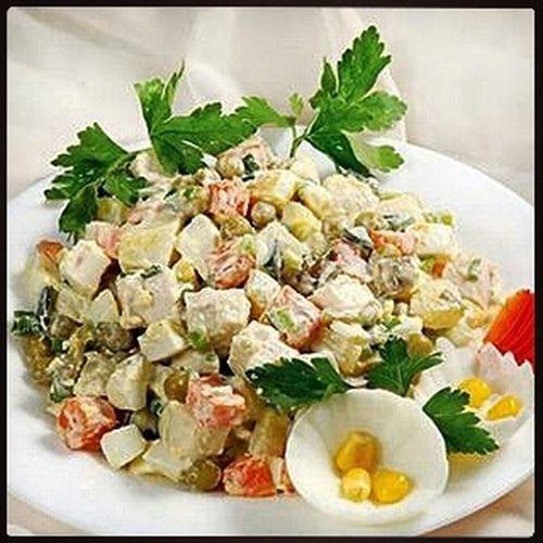 РецептыМС_Салаты ******************************** @Regrann from @fresh_journal - Легкий салат с курицей, морковью и зеленым горошком на 100грамм - 118.27 ккал Б/Ж/У - 9.37/6.95/4.83 Ингредиенты: 250 г отварного куриного мяса, 100 г консервированного зеленого горошка, 100 г отварной моркови, 3-4 ст.л. натурал. йогурта, соль по вкусу Приготовление: Куриное мясо и морковь нарезать кубиками. Добавить зеленый горошек, посолить и заправить натуральным йогуртом. Приятного аппетита! Regrann