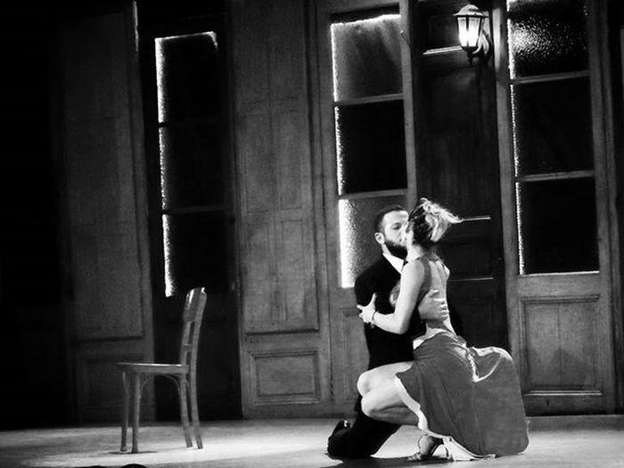 """""""Vení, volá... vení..."""" Baladaparaunloco Tango Milonga Arte Art Artcamera Dancers Baile Danza Riodelaplata Music Escenariosdelmundo Stage Audiovisualuruguay Audiovisualuruguay_byn Uruguayestrella Uruguayst_america2 Igersuruguay Portadaigers Bnw Bnw_captures Amateurs_shot Amateurs_bnw Bnw Photography Bnw_planet fotografosuy bnw_demand thisisamerica oldvalues"""