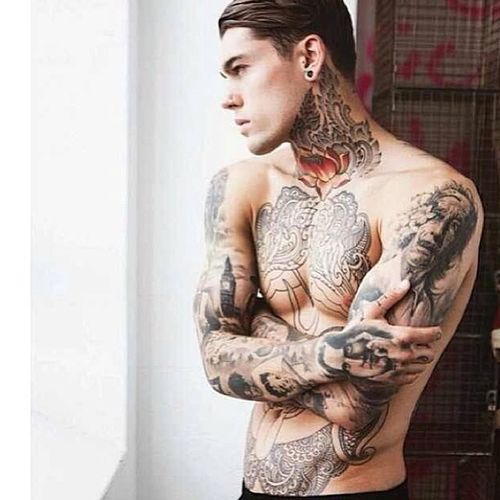 I'll take one please, drop off in my bed. Thanks! Hunky TattD Thatbod Yum spicey dome iloveyourink randomhottie hashytaggykindaday boredatwork ❤️????