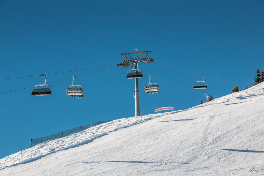 Ski lift and snow in the mountains Schnee Seilbahn Seilbahn Fahren  Skiing Skiing In Austria 👌 Wintersport Wintersportgebiet Berg Gebirge Mountains Overhead Cable Car Ski Ski Fahren Ski Holiday Ski Lift Skigebiet Snow Winter Wintersportarea Wintersportregion Wintersports