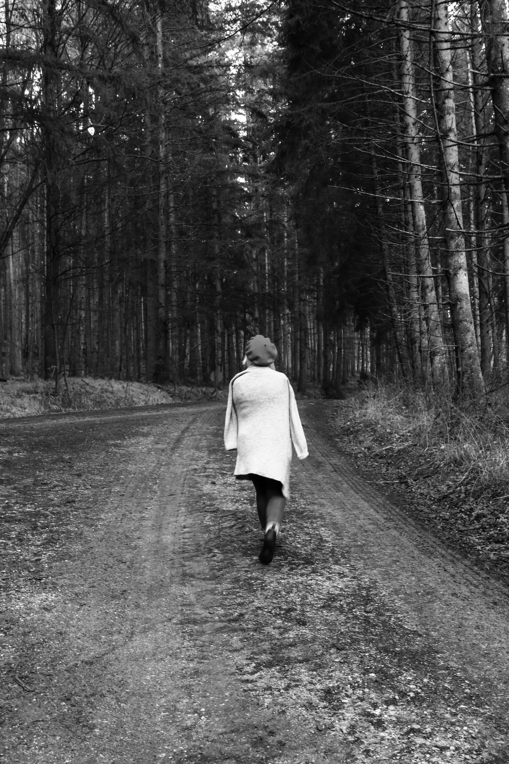 tree, rear view, walking, full length, one person, forest, land, plant, real people, women, direction, lifestyles, nature, the way forward, woodland, leisure activity, adult, day, casual clothing, outdoors, diminishing perspective, hood - clothing
