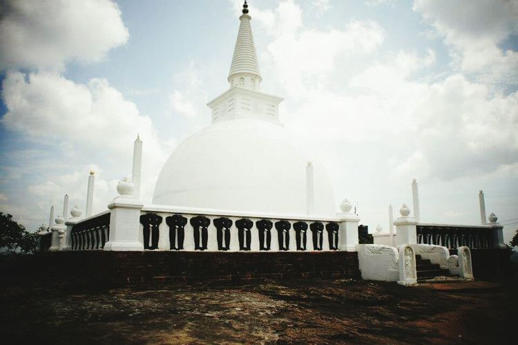 Beautiful Sri Lanka Architecture Travel Destinations Travel Urban Skyline Buddha Buddhism Buddhist Temple Outdoors Cultures The Week On EyeEem EyeEm Best Shots Place Of Worship Sri Lanka Miles Away