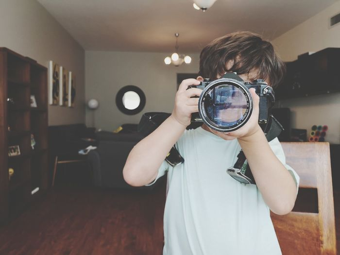 Film Vintage Technology Child Discovery Standing Domestic Life Searching Close-up Camera - Photographic Equipment Lens - Optical Instrument Photographic Equipment Looking Through An Object Camera Photographer SLR Camera Paparazzi Photographer