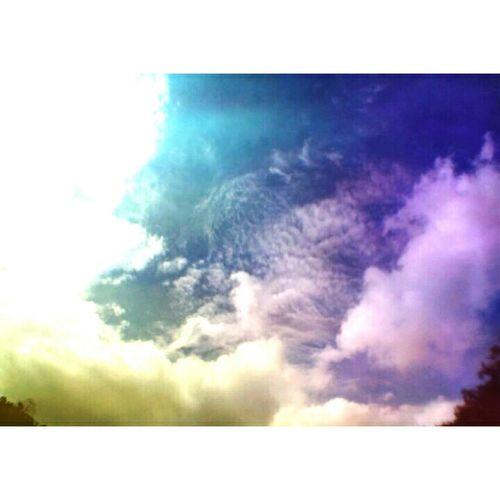 How great Allah make this beautiful sky💞