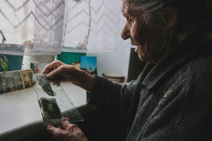 SIDE VIEW OF WOMAN ON WINDOW