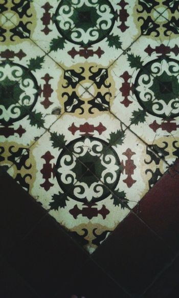 Cerámicas colombianas Floral Pattern Pattern Ceramic Tiles Hidràulic Pisohidraulico Ladrilhos Mosaic Floor Flooring Decoration Ondepiso Architecture And Art Ceramic Azulejo Ladrillos Azulejos Floor Tiles Mosaic Tiles Colombia Cartagena/Colombia Pisos Human Foot Multi Colored Tiled Floor Design