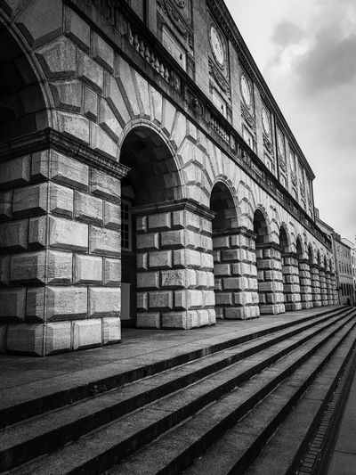...step by step Town Hall Steps Steps And Staircases Sightseeing Spot Centered Perspective City Marketing Copy Space Travel Germany Blackandwhite Old Perspective Diagonal Background In A Row, Side By Side, In Front From The Left City History Arch Sky Architecture Building Exterior Built Structure Historic Ancient Exterior Place The Past Historic Building
