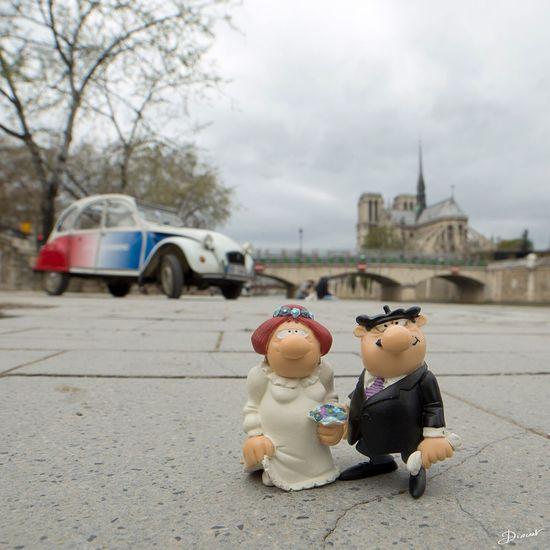 Vive Les Mariés! Weeding Paris Authentic Mariage 2cv 2chevaux Citroen Citroen 2cv Notre Dame De Paris Bidochon