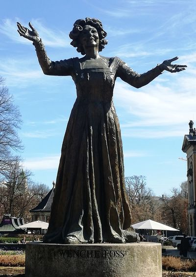 'FAMOUS Norwegian actress, Wenche Foss' KJ✨ Oslo 2018 Afternoon Beautiful Day Sunny City Life Streetphotography Enjoying Life Urbex Sunshine Photographing Urban Blue Sky Next 2the National Theatre / Oslo Actress Foreverness Forever Remembered Statue Sculpture Standing Historic Monument National Monument Female Likeness Human Representation History