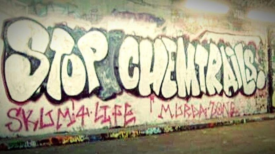 No People City Outdoors Day Graffiti Chemicalsky Whatthefuckaretheyspraying Chemtrails GeoEngineering